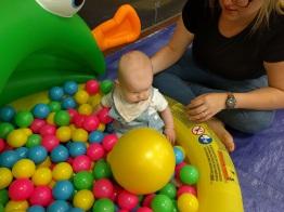 Baby sensory ball pool