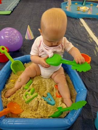 Messy play sand pit