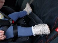 TOMS Cuna in car seat